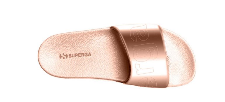 Slides von Superga in roségold.